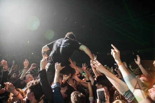 Foals performing at Manchester Arena in Manchester, UK on February 13, 2016. (Photo: Priti Shikotra/Aesthetic Magazine)