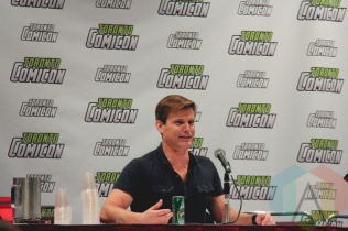 Dina Meyer and Casper Van Dien at Toronto ComiCon 2016 at the Metro Toronto Convention Centre in Toronto on March 19, 2016. (Photo: Theresa Shim/Aesthetic Magazine)