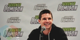 Robbie Amell and Italia Ricci at Toronto ComiCon 2016 at the Metro Toronto Convention Centre in Toronto on March 19, 2016. (Photo: Theresa Shim/Aesthetic Magazine)