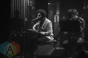 Jose Gonzalez performing at the Beacon Theatre in New York City on March 24, 2016. (Photo: Saidy Lopez/Aesthetic Magazine)