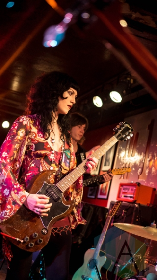 Person performing at the 100 Club in London, UK on March 16, 2016. (Photo: Rossi Ivanova/Aesthetic Magazine)