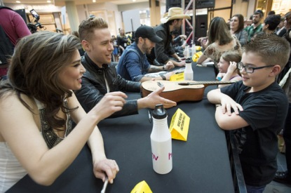 Autumn Hill at JUNO Fan Fare 2016 at Chinook Centre in Calgary on April 2, 2016. (Photo: CARAS)