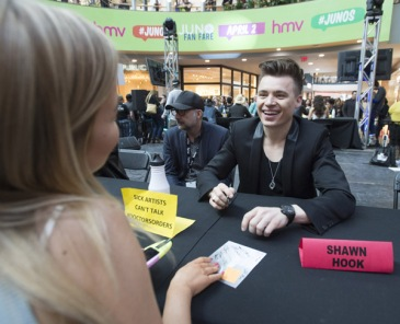 Shawn Hook at JUNO Fan Fare 2016 at Chinook Centre in Calgary on April 2, 2016. (Photo: CARAS)