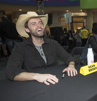 Dean Brody at JUNO Fan Fare 2016 at Chinook Centre in Calgary on April 2, 2016. (Photo: CARAS)