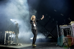 Metric performing at the Doug Mitchell Thunderbird Sports Centre in Vancouver on April 1, 2016. (Photo: Carmin Edwards/Aesthetic Magazine)