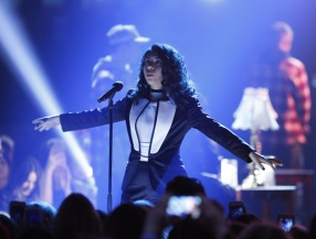 "Alessia Cara performs ""Here"", and ""Wild Things"" at the 2016 JUNO Awards at Scotiabank Saddledome in Calgary on April 3, 2016. (Photo: CARAS)"