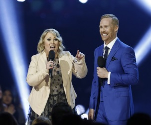 Hosts Jann Arden and Jon Montgomery at the 2016 JUNO Awards at Scotiabank Saddledome in Calgary on April 3, 2016. (Photo: CARAS)