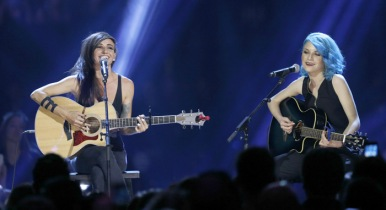 "Lights and Sam Spensley performs ""Running with the Boys"" at the 2016 JUNO Awards at Scotiabank Saddledome in Calgary on April 3, 2016. (Photo: CARAS)"