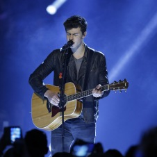 "Shawn Mendes performs ""Stitches"" at the 2016 JUNO Awards at Scotiabank Saddledome in Calgary on April 3, 2016. (Photo: CARAS)"