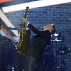"Bryan Adams performs ""Go Down Rockin"" at the 2016 JUNO Awards at Scotiabank Saddledome in Calgary on April 3, 2016. (Photo: CARAS)"