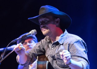 Paul Brandt performing at the JUNO Songwriters' Circle at the Jack Singer Concert Hall in Calgary on April 3, 2016. (Photo: CARAS)