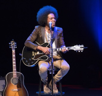 Alex Cuba performing at the JUNO Songwriters' Circle at the Jack Singer Concert Hall in Calgary on April 3, 2016. (Photo: CARAS)