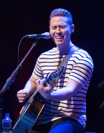 Mike Robins of Autumn Hill performing at the JUNO Songwriters' Circle at the Jack Singer Concert Hall in Calgary on April 3, 2016. (Photo: CARAS)