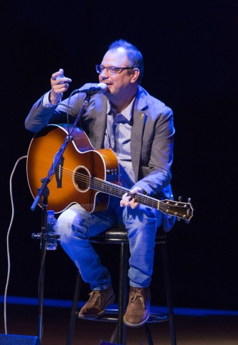 Matthew Good performing at the JUNO Songwriters' Circle at the Jack Singer Concert Hall in Calgary on April 3, 2016. (Photo: CARAS)