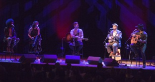 L-R Alex Cuba, Tareya Green and Mike Robins of Autumn Hill, Old Man Luedecke and Paul Brandt performing at the JUNO Songwriters' Circle at the Jack Singer Concert Hall in Calgary on April 3, 2016. (Photo: CARAS)