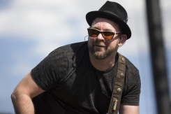 Kristian Bush performing on the Toyota Mane Stage at the Stagecoach Festival on April 29, 2016. (Photo: Erik Voake/Goldenvoice)