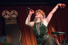 Rozes performing at the Drake Hotel in Toronto on May 2, 2016. (Photo: Katrina Lat/Aesthetic Magazine)