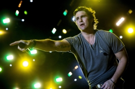 Joe Nichols performing on the Toyota Mane Stage at the Stagecoach Festival on April 30, 2016. (Photo: Erik Voake/Goldenvoice)
