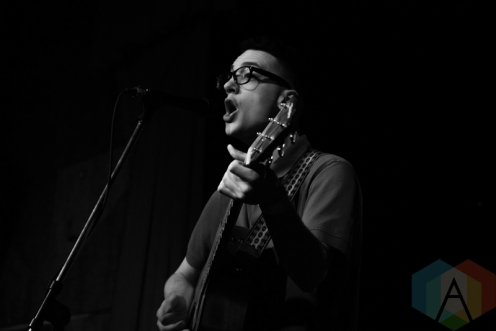 Lucas Dipasquale performing at the Revival Bar in Toronto on May 4, 2016. (Photo: Stephan Ordonez/Aesthetic Magazine)