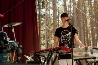Tennyson performing at the Electric Forest Music Festival at the Double JJ Resort in Rothbury, Michigan on June 24, 2016. (Photo: Rob Harbaugh/Aesthetic Magazine)