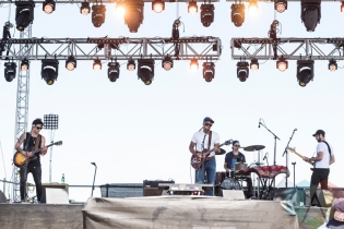 Son Little performing at Sasquatch 2016 at the Gorge Amphitheatre in George, Washington on May 30, 2016. (Photo: Kevin Tosh/Aesthetic Magazine)