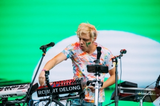 Robert Delong performing at the Pemberton Music Festival on July 15, 2016. (Photo: Steven Shepherd/Aesthetic Magazine)