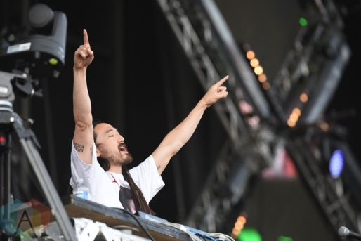 Steve Aoki performing at the VELD Music Festival in Toronto on July 30, 2016 (Photo: Jaime Espinoza/Aesthetic Magazine)