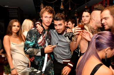 Ansel Elgort (L) and Joe Jonas attend the Republic Records afterparty following the 2016 MTV Video Music Awards on August 28, 2016 at Vandal in New York City. (Photo: Slaven Vlasic/Getty)
