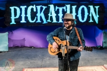 Jeff Tweedy of Wilco performing at Pickathon 2016 in Happy Valley, Oregon on August 6, 2016. (Photo: Kevin Tosh/Aesthetic Magazine)