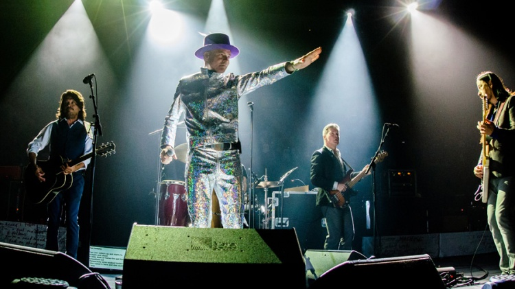 """The Tragically Hip performing during the """"Man Machine Poem"""" tour at the Air Canada Centre in Toronto on August 10, 2016.  (Photo: GP Images/WireImage)"""