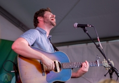 Dan Mangan performing at Union Station in Toronto on September 5, 2016. (Photo: Katrina Lat/Aesthetic Magazine)