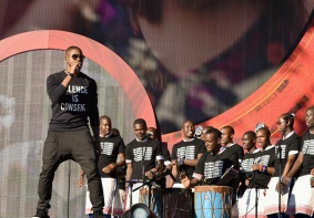 Usher (L) performs with The Kenyan Boys Choir at the 2016 Global Citizen Festival in Central Park in New York City on September 24, 2016. (Photo: Theo Wargo/Getty)