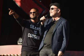 Singers Usher and Ruben Blades perform at the 2016 Global Citizen Festival in Central Park in New York City on September 24, 2016. (Photo: Theo Wargo/Getty)