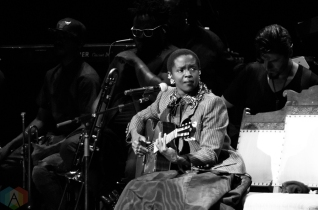 Lauryn Hill performing at Massey Hall in Toronto on September 16, 2016. (Photo: Janine Wong/Aesthetic Magazine)