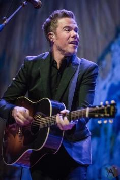 Josh Ritter performs at Thalia Hall in Chicago on September 26, 2016. (Photo: Santiago Covarrubias/Aesthetic Magazine)