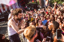 Edward Sharpe And The Magnetic Zeros performing at the Made In America Festival at the Benjamin Franklin Parkway in Philadelphia, Pennsylvania on September 4, 2016. (Photo: Saidy Lopez/Aesthetic Magazine)