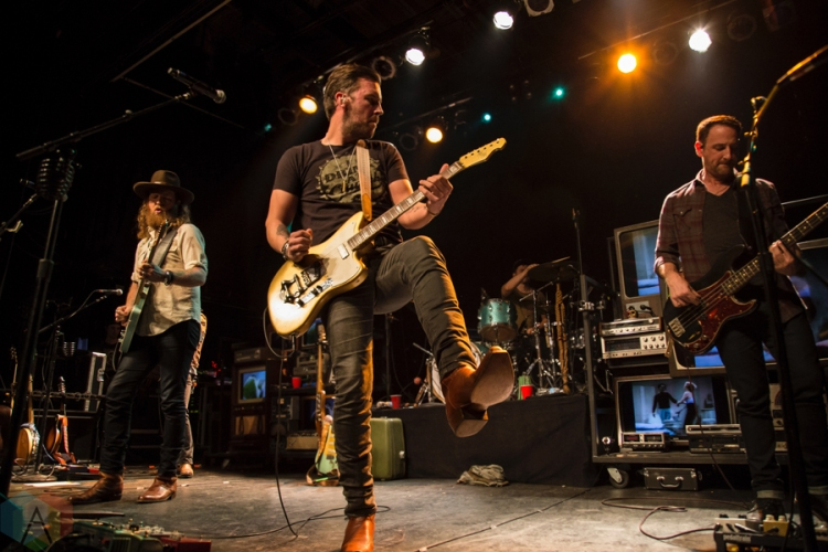 Brothers Osborne perform at the Phoenix Concert Theatre in Toronto on November 9, 2016.(Photo: Mike Fowler/Aesthetic Magazine)
