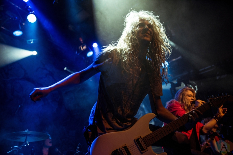 Shiraz Lane performs at the O2 Academy Islington in London, UK on November 20, 2016. (Photo: Rossi Ivanova/Aesthetic Magazine)