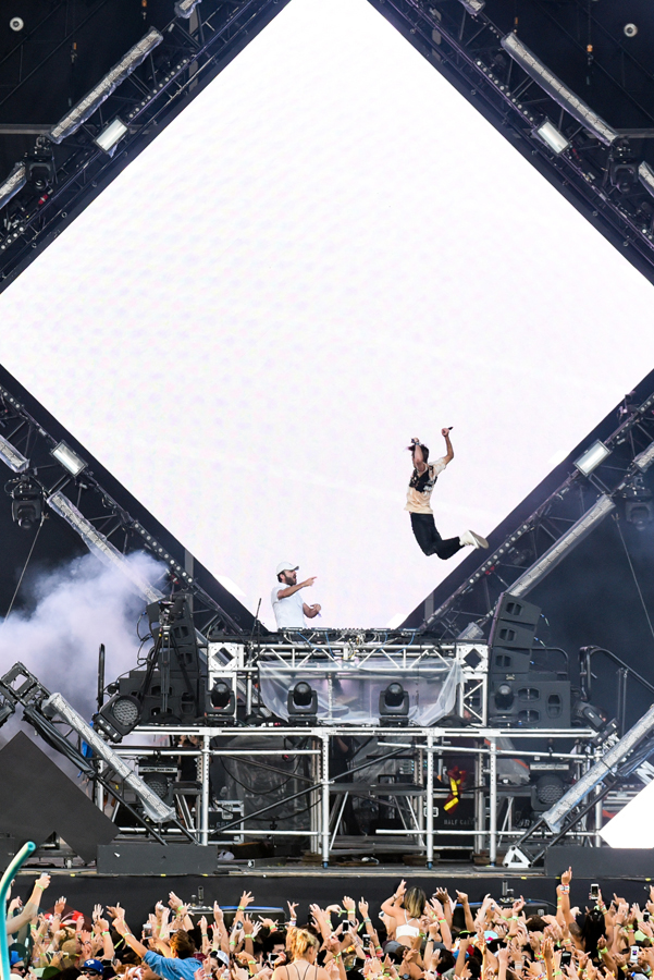 The Chainsmokers perform at the VELD Music Festival in Toronto on July 31, 2016 (Photo: Jaime Espinoza/Aesthetic Magazine)