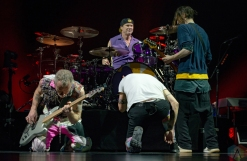 Red Hot Chili Peppers perform at the Smoothie King Center in New Orleans on January 10, 2017. (Photo: Kelli Binnings/Aesthetic Magazine)
