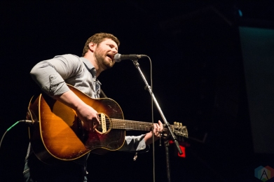 Dan Mangan performs at the INDIES at the Phoenix Concert Theatre in Toronto on April 19, 2017. (Photo: Brendan Albert/Aesthetic Magazine)