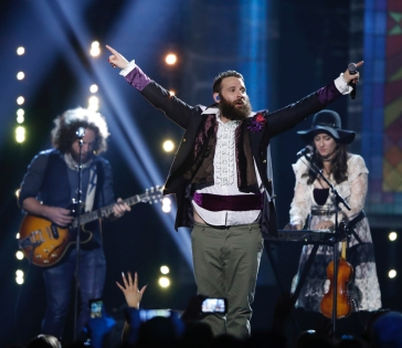"""The Strumbellas perform """"Spirits"""" at the 2017 JUNO Awards at the Canadian Tire Centre in Ottawa on April 2, 2017. (Photo: CARAS)"""