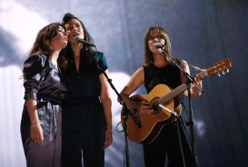"""Feist performs """"Hey. That's no Way to say Goodbye"""" in tribute to Leonard Cohen at the 2017 JUNO Awards at the Canadian Tire Centre in Ottawa on April 2, 2017. (Photo: CARAS)"""