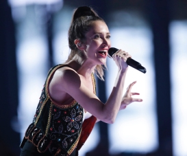 """July Talk performs """"Picturing Love"""" at the 2017 JUNO Awards at the Canadian Tire Centre in Ottawa on April 2, 2017. (Photo: CARAS)"""