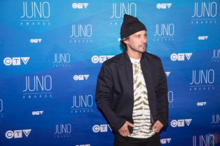 Sam Roberts attends the 2017 JUNO Awards at the Canadian Tire Centre in Ottawa on April 2, 2017. (Photo: Brendan Albert/Aesthetic Magazine)