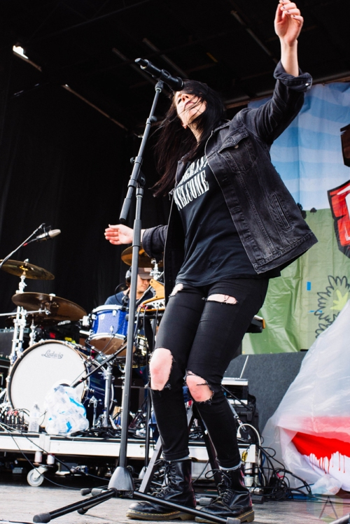 K Flay performs at the PIQNIQ Music Festival at the Hollywood Casino Amphitheatre in Chicago on May 20, 2017. (Photo: Callie Craig/Aesthetic Magazine)