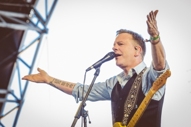 Kiefer Sutherland performs at Stagecoach Festival at the Empire Polo Club in Indio, California on April 30, 2017. (Photo: Erik Voake)