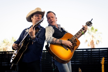 Kiefer Sutherland performs at Stagecoach Festival at the Empire Polo Club in Indio, California on April 30, 2017. (Photo: Mitch Brown)