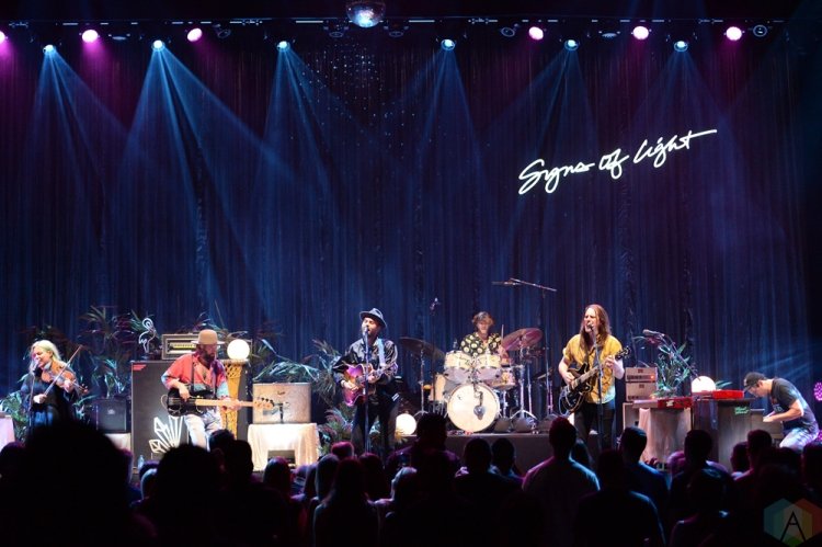The Head And The Heart performs at Massey Hall in Toronto on September 26, 2017. (Photo: Julian Avram/Aesthetic Magazine)