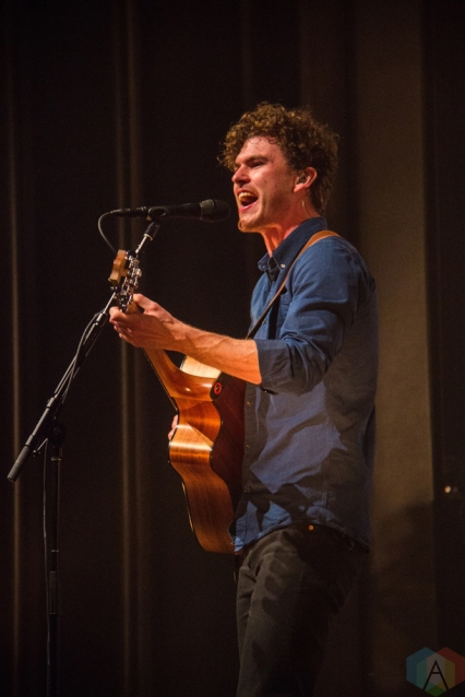 Vance Joy performs at Vogue Theatre in Vancouver on September 27, 2017. (Photo: Emily Chin/Aesthetic Magazine)